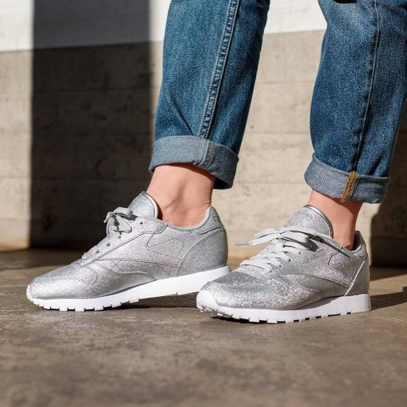 Reebok Classic Leather sneaker silver glitter </p>                     </div> 		  <!--bof Product URL --> 										<!--eof Product URL --> 					<!--bof Quantity Discounts table --> 											<!--eof Quantity Discounts table --> 				</div> 				                       			</dd> 						<dt class=